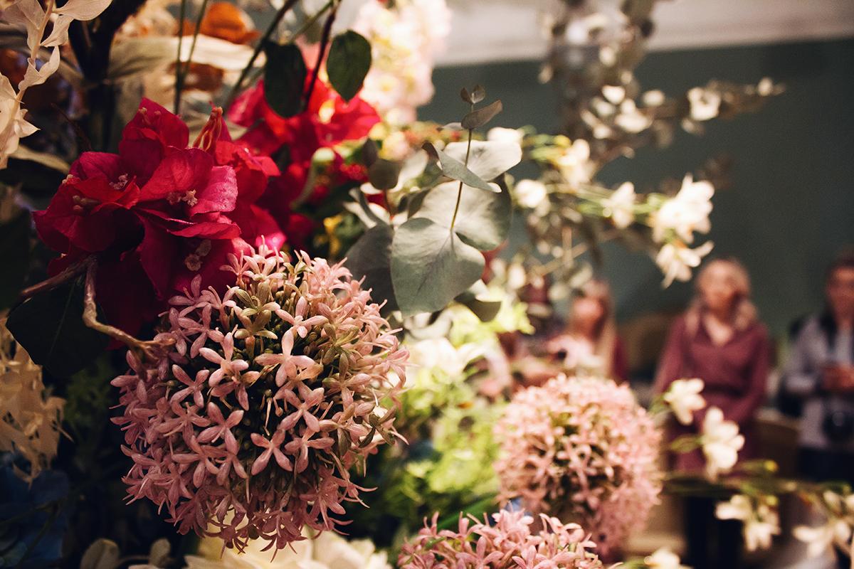 catrice blogger event trendthema vintage romance riesige blumenbouquets
